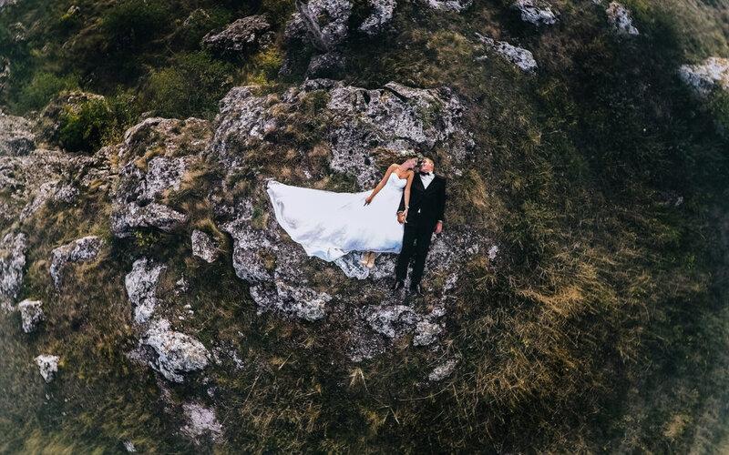 Je li dovoljno angažirati jednog fotografa i jednog snimatelja za vjenčanje?